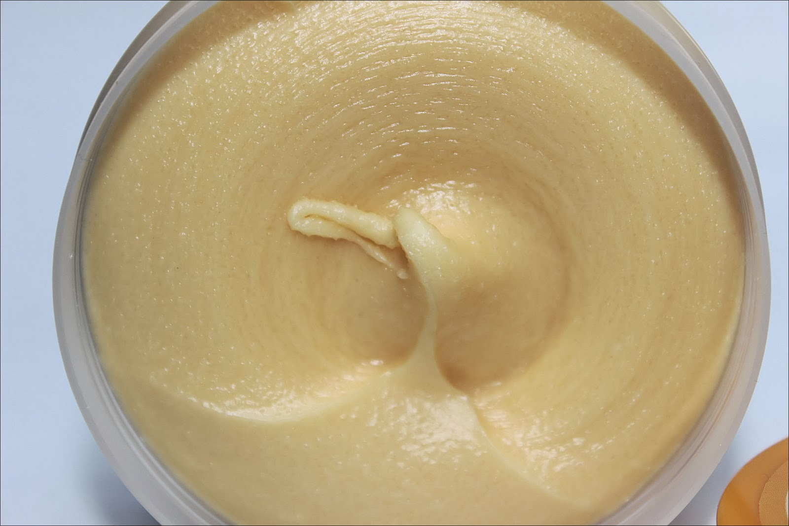 The Body Shop Honey Mania Exfoliator